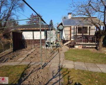 Ponúkame na predaj murovanú chatu v Nových Zámkoch priamo pri kúpalisku.
