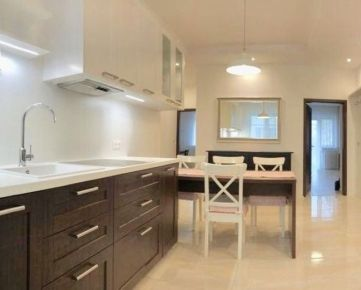 Ponúkame na prenájom 3-izbový byt tehlovej stavbe, ktorý sa nachádza na Grösslingovej ulici v Starom Meste v blízkosti Liga pasáže. We offer for rent 3-room apartment located on Grösslingova Street