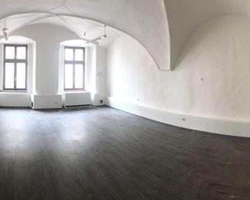 Prenájom priestorov vhodných ako kancelárie alebo poskytovanie služieb v  centre Banskej Bystrice, Horná 2