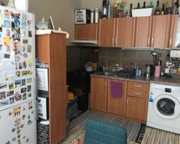 """Ponúkam na predaj slnečný 1-izbový byt typu """"zvolenský""""  v BB"""