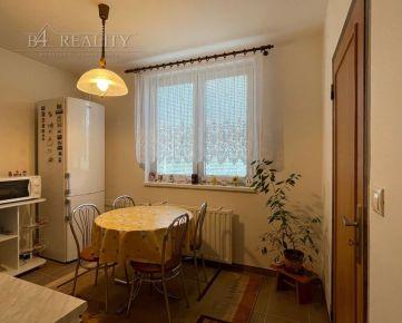 Na predaj zariadený 3i izbový byt, rekonštrukcia, 66 m2 + lodžia, Trenčín - Sihoť / Sibírska ul.