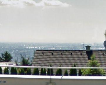 Ackerman & Wolff ponúka na predaj priestranný 5-izbový rodinný dom Bratislava - Nové Mesto
