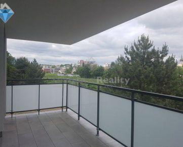 Na predaj 4 izbový veľkorysý byt v novostavbe v širšom centre mesta s výhľadom na mesto a rieku