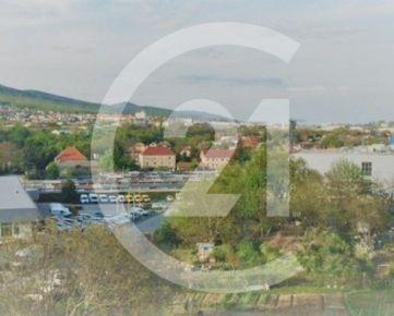 Garáž NA PREDAJ v širšom centre mesta Nitra, OC MAX.