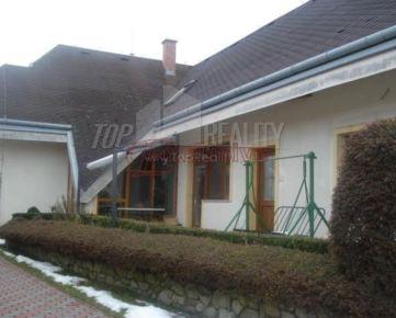 Priestranný a dobre riešený 6 izb RD v obci Báč