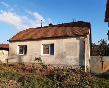 REZERVOVANE! Predaj staršieho rodinného domu s pozemkom- cca 400 m2, v Bratislave-Lamač, Povoznícka ulica.