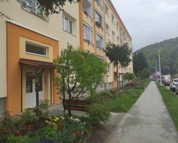 TOP Living: Predaj: 3 izbový byt 74 m2 -základná rekonštrukcia-dobré parkovanie-Fončorda