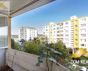DOM-REALÍT a 3-izbový byt s balkónom a loggiou v Karlovej Vsi