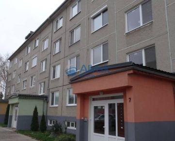Priestranný 3-izbový byt 83m2 s balkónom v nízkej bytovke v Pezinku