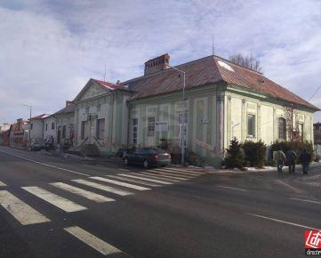 Direct Real - Bývajte alebo podnikajte v zemianskej kúrii nachádzajúcej sa  v obci Huncovce