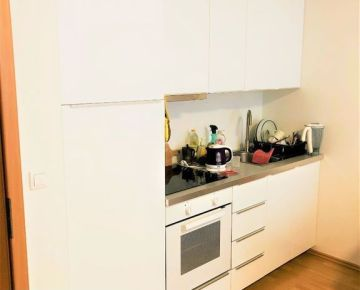TRNAVA REALITY - 1 izb. zariadený byt s francúzskym balkónom v novostavbe v meste Trnava - Tulipán