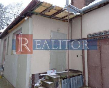 Predaj - dom na bývanie/podnikanie, Levice, centrum, pozemok 360 m2.