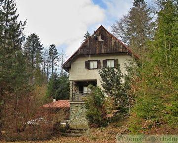 Chata na polosamote neďaleko lyžiarskeho strediska