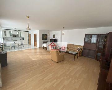 Nadštandardný slnečný byt v TOP lokalite v Starom meste (142 m2) + balkón a terasa s krásnym výhľadom + parkovacie miesto v garáži