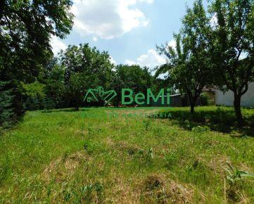 REZERVOVANÉ - Na predaj stavebný, rovinatý pozemok Nižná Kamenica 768m2 (107-14-ALK)