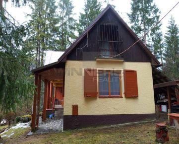 Ponúkame na predaj rekreačnú chatu blízko Ružomberka v peknom prostredí pod lesom s celoročným prístupom.