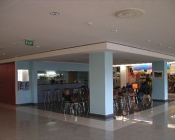 Obchodný priestor v OC Račan - 28,84 m2 + vnútorná terasa