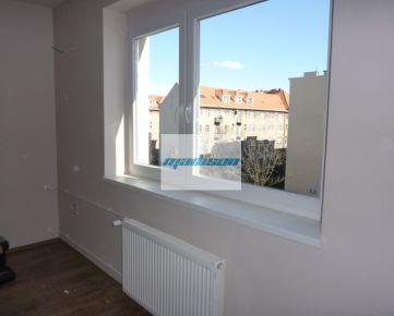 Veľký 1- izbový zrekonštruovaný tehlový byt blízko centra - pri Istropolise, NEzariadený, od 1. decembra