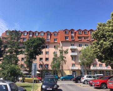 Priestranný  byt (navrhnutý ako 4 izbový)  pri jazere Štrkovec v Bratislave II, mestskej časti Ružinov