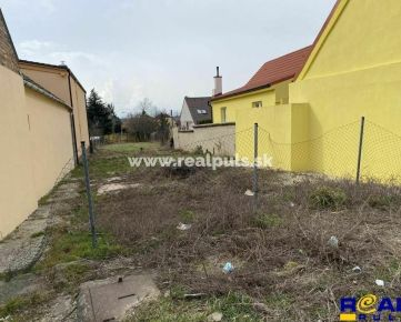 - Buro REAL - Stavebný pozemok 647 m2 + projekt na RD - MODRANKA -