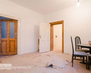 PALÁRIKOVA, 2-i byt, 54 m2 - PODKROVIE 70 m2, rekonštrukcia, KULTÚRNA PAMIATKA, tehla, TERASA