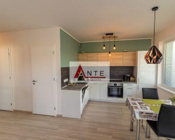 ATRAKTÍVNA NOVOSTAVBA 2 izb. bytu v CENTRE mesta s cca 11 m2 lodžiou a parkovacím miestom