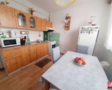 Direct Real - Exkluzívne iba u nás 3-izbový byt s príjemnou atmosférou, po čiastočnej rekonštrukcii, čiastočne zariadený, stačí sa nasťah...