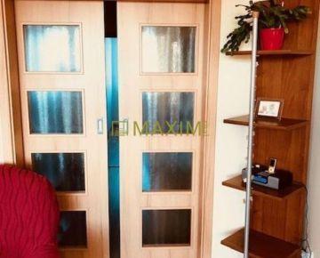 PREDAJ - KRÁSNY SLNECNÝ 4- izbový byt na ulici Hany Meličkovej aj s garážou