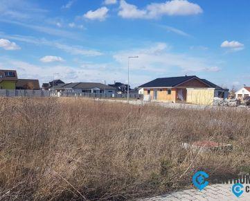 TOP ponuka: Kvalitný, moderný 4-izbový bungalov 111 m2, 593 m2 pozemok, overený staviteľ, Kvetoslavov