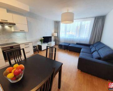 Direct Real - Moderne zariadený 2-izbový byt v novostavbe s klimatizáciou a parkovaním