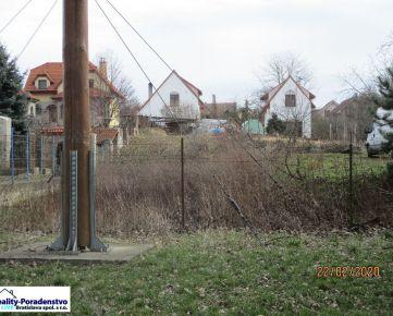 Devínska Nová Ves - pekná záhrada pri Cyklomoste, 750 m2
