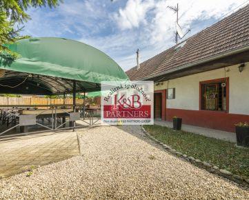 Na predaj rodinný dom v obci Mníchova Lehota (okr. Trenčín) využívaný ako pohostinstvo