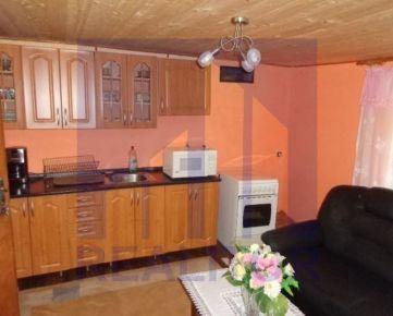 Predaj rekreačný dom, 1.400 m2 pozemku, Slovenská Ľupča, okr. Banská Bystrica.