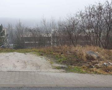Predáme stavebný pozemok v Bratislave - Karlovej Vsi pri lesoparku