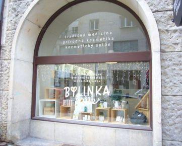Ponúkame na prenájom obchodný priestor 70m2 s výkladom na Gorkého ulici v centre Bratislavy.