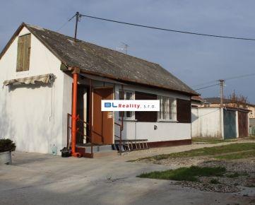 starší RD + garáž: 2 iz., 45 m2, Pri trati ul., Podunajské Biskupice, Ba II., 550.-€/mes./3 os. + energie, TV, internet