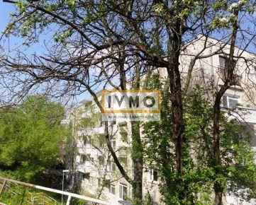 Predaj 2 izb. bytu 59m2 s balkónom a garážou, lokalita pod Horským parkom, Sokolská ul., 3/4p., tehlový dom s výťahom, na skok do centra, kompletná RŠ, aj na investičné účely, 3D OBHLIADKA