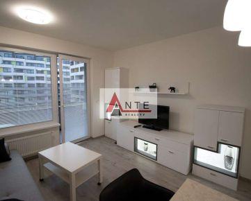 ATRAKTÍVNA NOVOSTAVBA 1 izb. bytu v CENTRE mesta so 5,8 m2 lodžiou a parkovacím miestom