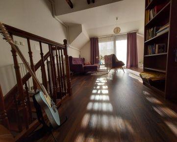 REZERVOVANÉ: 4-izbový luxusný byt v centre Senca s garážou a pozemkom