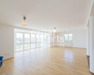 Priestranný štvorpodlažný rodinný dom, 421 m2, bazén, dvojgaráž