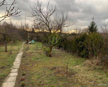 Ponúkame na predaj záhradu s chatkou v Ružinove - oblasť Domové role!