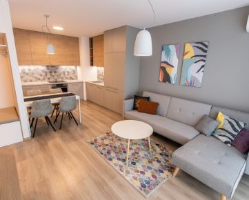 Ponúkame EXKLUZÍVNE na prenájom 2-izbový byt, 49,96 m2 + 4,94 m2 loggia s krásnym výhľadom do parku v Urban Residence