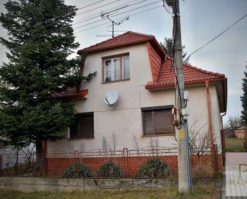 PREDAJ - Rodinný dom - Trstínska ulica, pozemok 558 m2.
