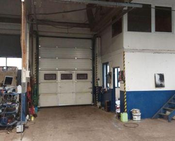 Prenájom garáže alebo skladových priestorov.