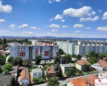 PREDAJ - Pekný 3 izbový byt s krásnym výhľadom - Čiernovodská