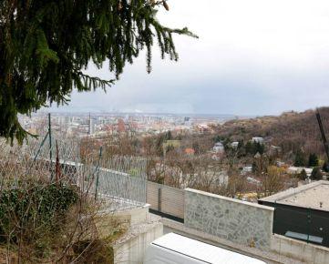 Direct Real - REZERVOVANÉ Pozemok (527m2) v lokalite (Ahoj) Briežky s nádherným výhľadom na Bratislavu