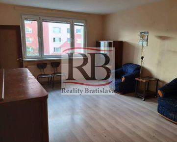 Priestranný 1-izbový byt na Saratovskej ulici v Dúbravke