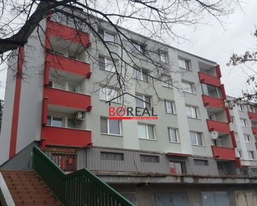 ** RK BOREAL ** Pekný 2izb. byt, 54,3 m2 so zasklenou loggiou a krásnym výhľadom, Tranovského ul, Dúbravka - BA IV.