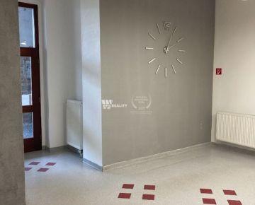 kancelária 33m2 na Mariánskom námestí v historickom centre Žiliny