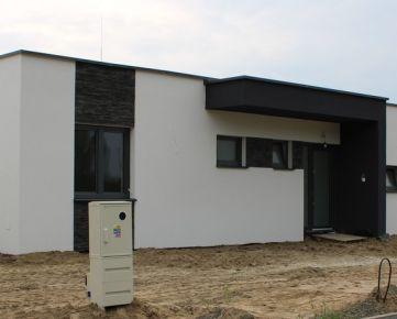 Novostavba 4-izbového rodinného domu v Malých Levároch